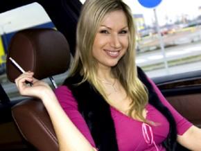 carol-goldnerova-smoking-in-a-car1.jpg