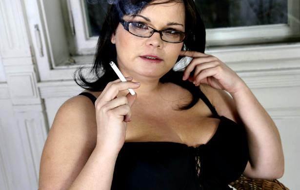 rochelle-smokes-after-her-xxx-shoot.jpg
